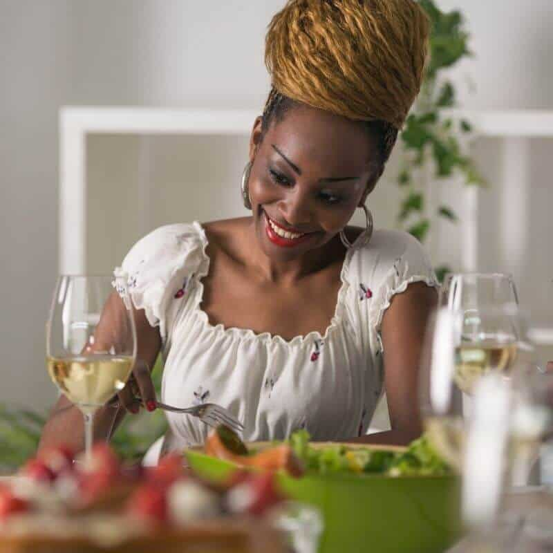 woman_eating_raw_food.jpeg