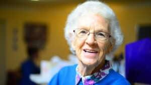 elderly_woman_need_walk_in_bathtub.jpeg