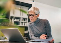 5 Best Laptops for Seniors in 2021 (DETAILED REVIEW GUIDE)