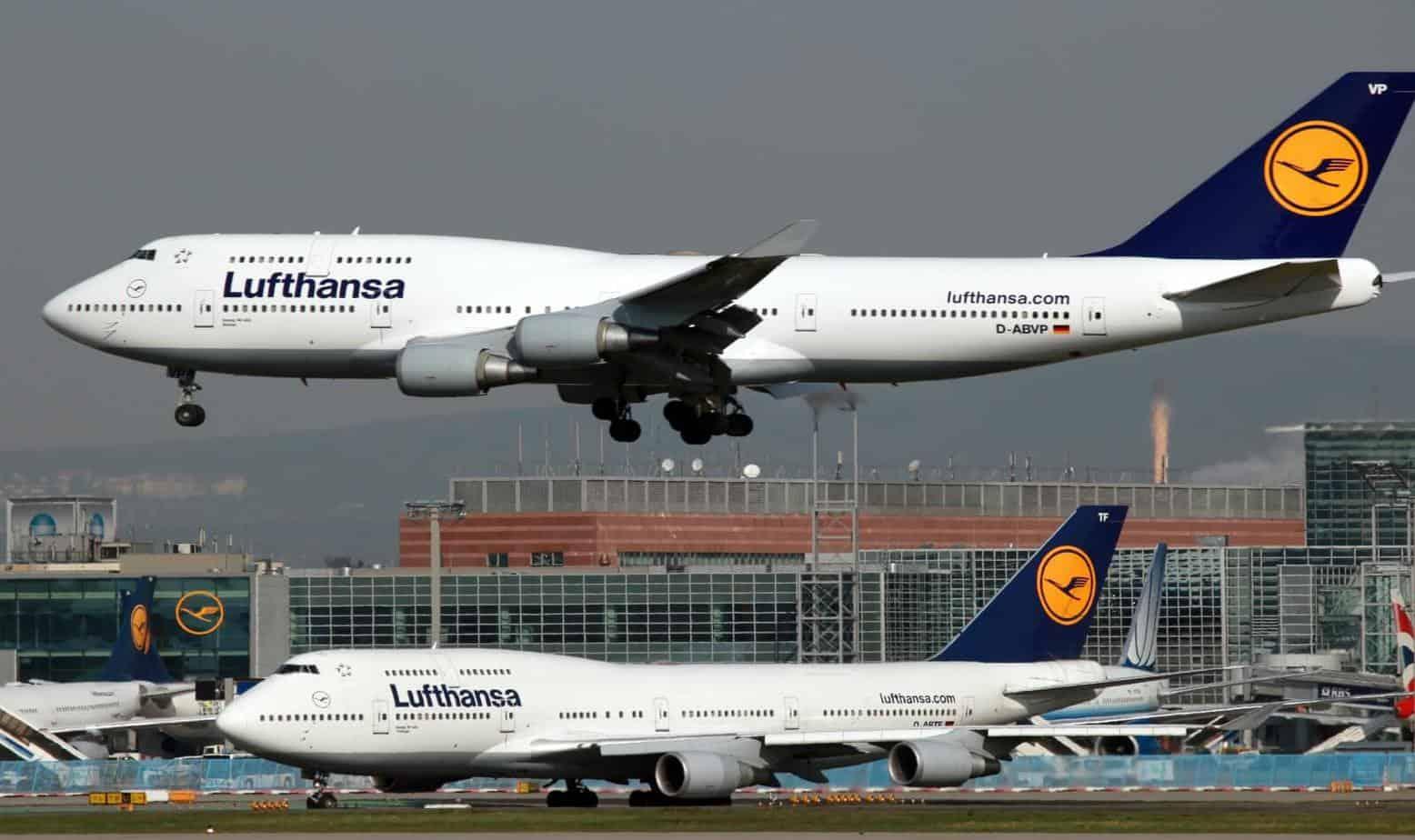 A Lufthansa Boeing 747 on approach to Frankfurt International Airport