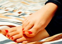 Your Feet Over 40: Expert Guide to How aging Affects Feet